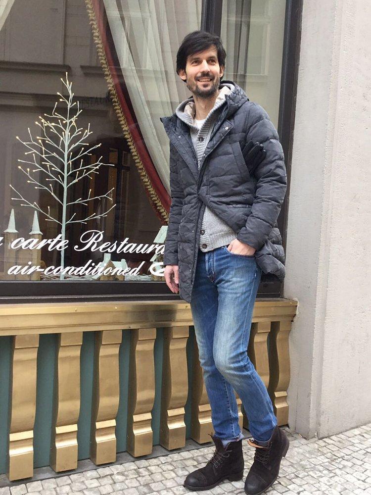 Bunda Herno, svetr Della Ciana, jeans Jacob Cohen, boty Magnanni
